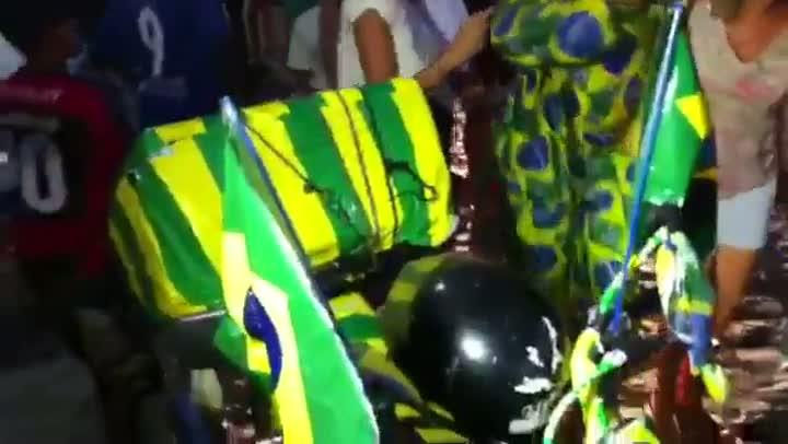 Torcida não vê a seleção mas faz festa em Fortaleza - 16/06/2013