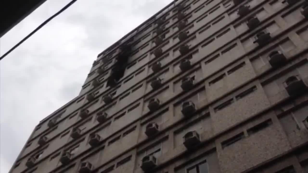 Incêndio atinge hotel em Porto Alegre. 09/11/2013
