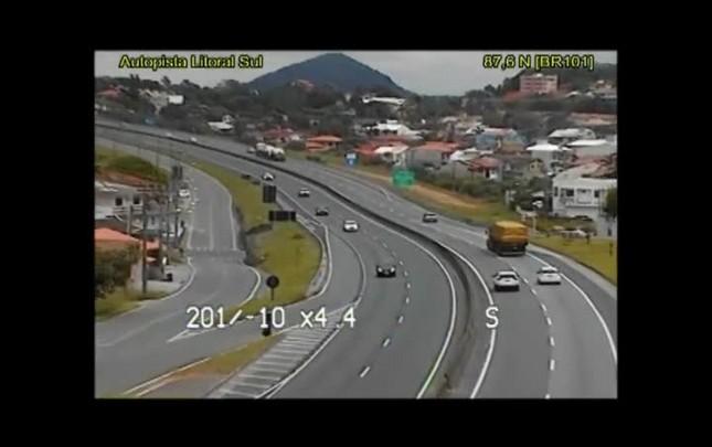 Motorista é detido por embriaguez após perseguição policial na BR-101, em Barra Velha