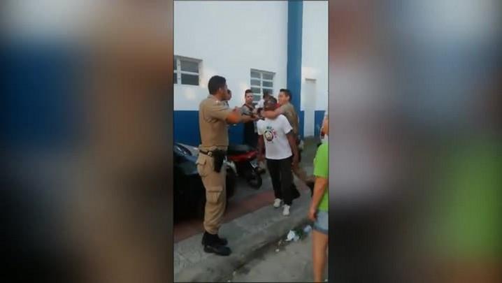Ação de policiais revolta população de Palhoça
