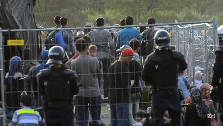 Migrantes escampam de campo de refugiados na Hungria