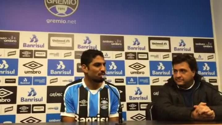 Wallace é apresentado como reforço pelo Grêmio