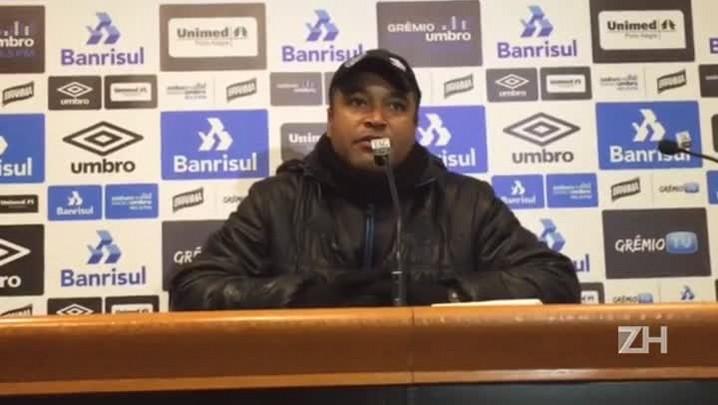 Roger fala sobre adaptação do zagueiro Wallace ao Grêmio