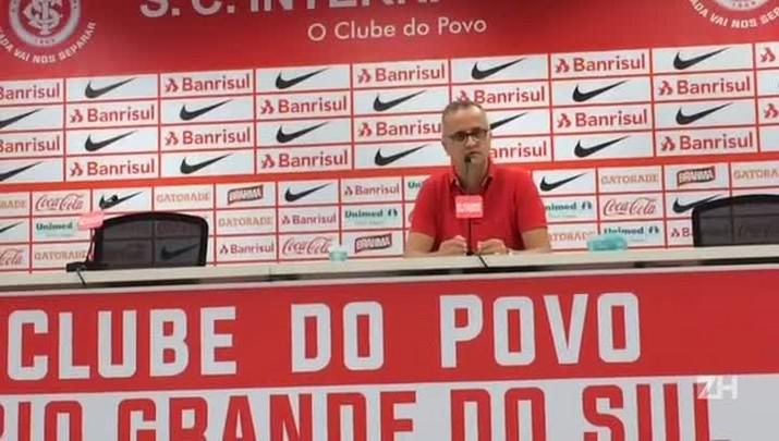 """Melo sobre Zago: \""""Treinador ainda está conhecendo o grupo\"""""""