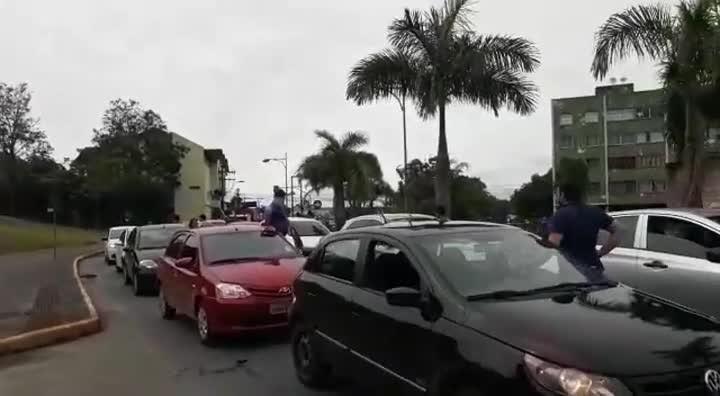 Motoristas do Uber fazem protesto em Joinville