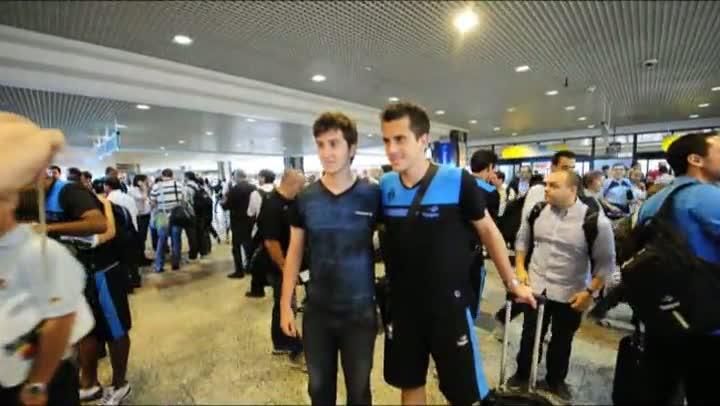 Torcedores fazem festa no embarque do Grêmio