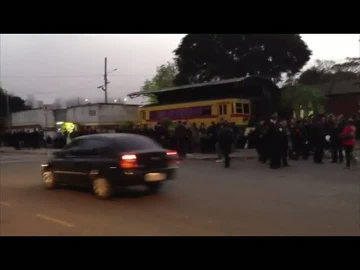 Trabalhadores da Carris realizam protesto e impedem saída de coletivos
