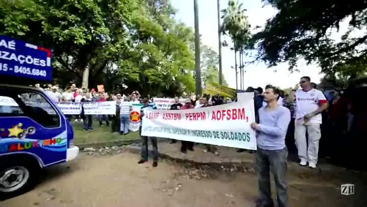 Por melhores salários, servidores da BM protestam no Centro