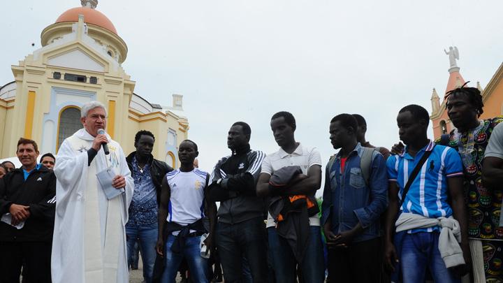Senegaleses caminham até Caravaggio e pedem paz