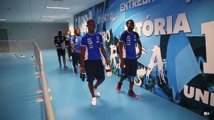 Ao som de música latina, jogadores de Honduras chegam à Arena