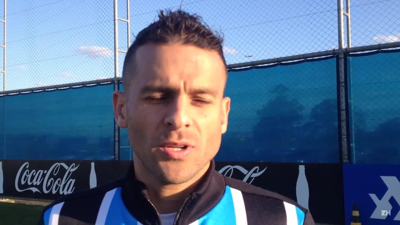 Um bate-bola com Bobô, atacante do Grêmio