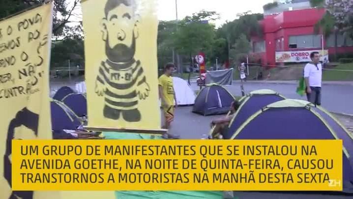 Grupo de manifestantes interrompeu trânsito na Goethe