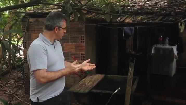 Repórter mostra o local onde menino foi atingido por raio em São Carlos