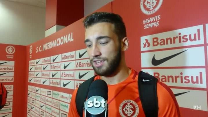 Léo Ortiz comenta lançamento para gol de Carlos