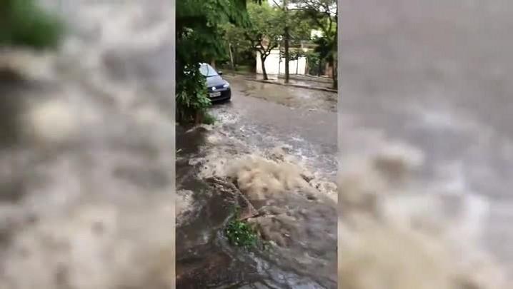 Bueiro rompido no bairro Tristeza