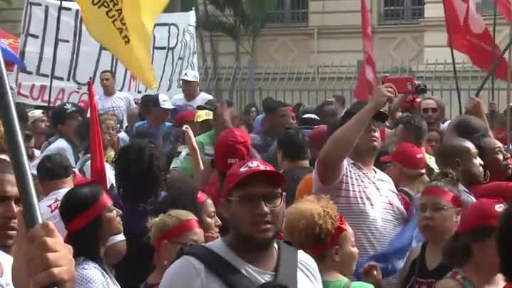 Partidários de Lula protestam em SP