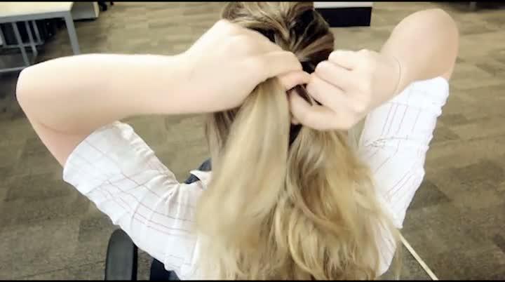 Aprenda a fazer uma trança embutida no seu cabelo