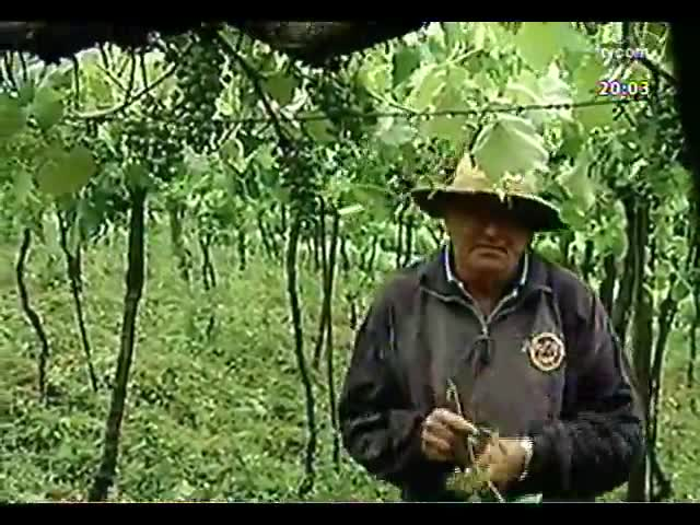 TVCOM 20 Horas - Confira repercussão da segunda-feira chuvosa, de muitos transtornos e estragos no RS - Bloco 1 - 11/11/2013