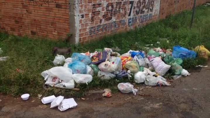 Moradores de São Leopoldo estão sem coleta de lixo há uma semana - 02/01/2013
