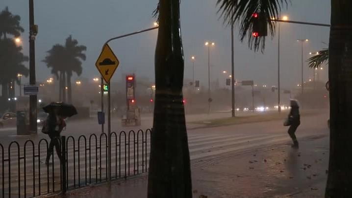 Temporal atinge Florianópolis na tarde desta terça-feira