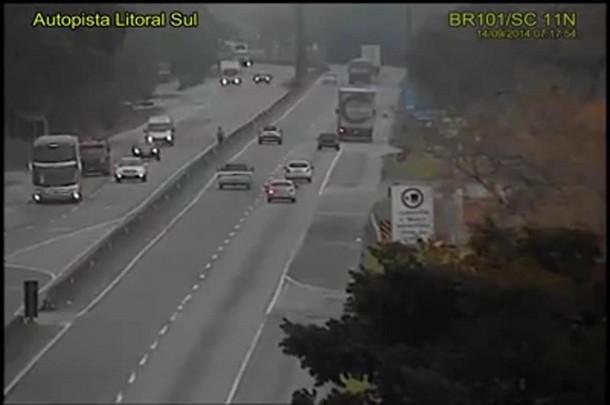 Vídeo mostra o momento do acidente na BR-101 em Garuva