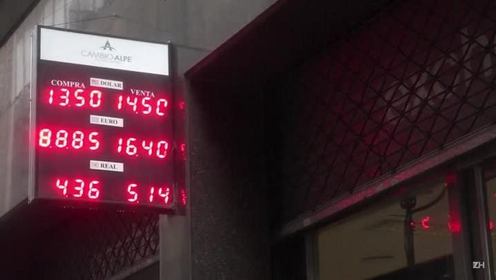 Peso argentino despenca após eliminação de restrições cambiais