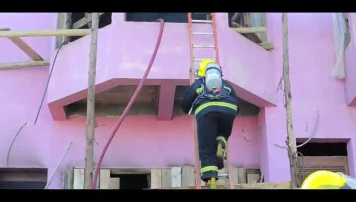 Incêndio em casa em construção provoca susto em Caxias do Sul