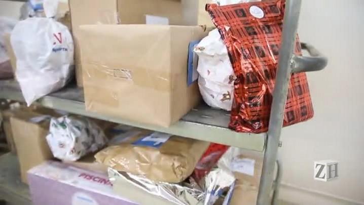 Três meses após o Natal, 180 brinquedos doados nos Correios ainda não foram entregues