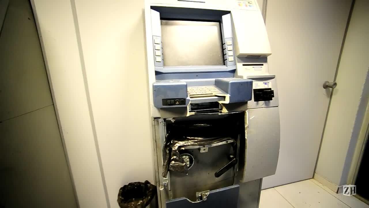 Criminosos explodem caixas eletrônicos em Lindolfo Collor