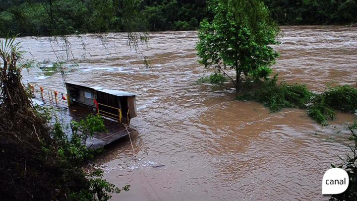 Alto nível do Rio das Antas deixa balsa fora de operação e muda cenário da usina Castro Alves