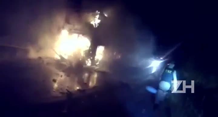 Carro e ônibus pegam fogo após acidente na BR-293, em Dom Pedrito