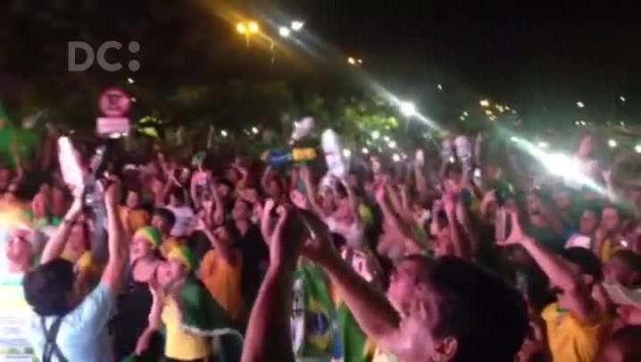 Comemoração em Florianópolis após voto que deu continuidade ao Impeachment da presidente Dilma Rousseff