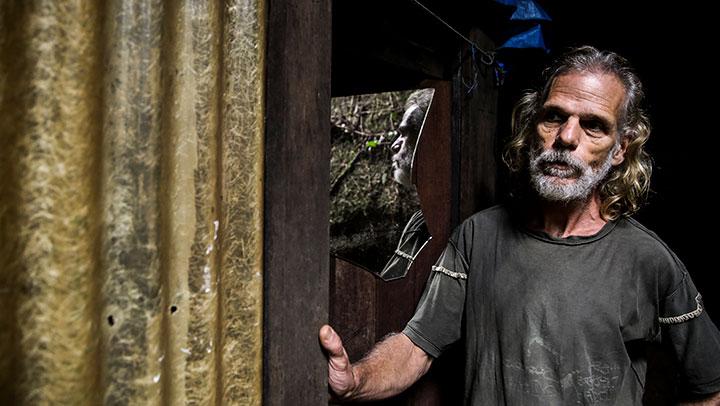 Caderno Nós: como vive Vilmar Godinho, o homem da caverna do Vale da Utopia