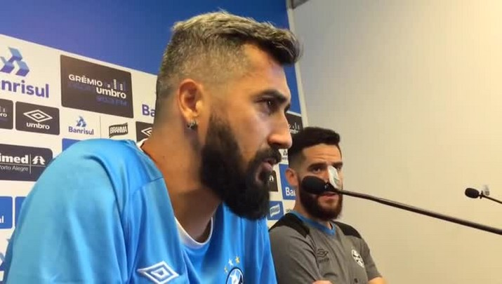 Douglas comenta rivalidade em mau momento do Inter