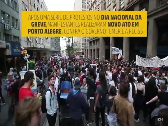 Manifestantes fazem ato contra PEC 55 na Capital