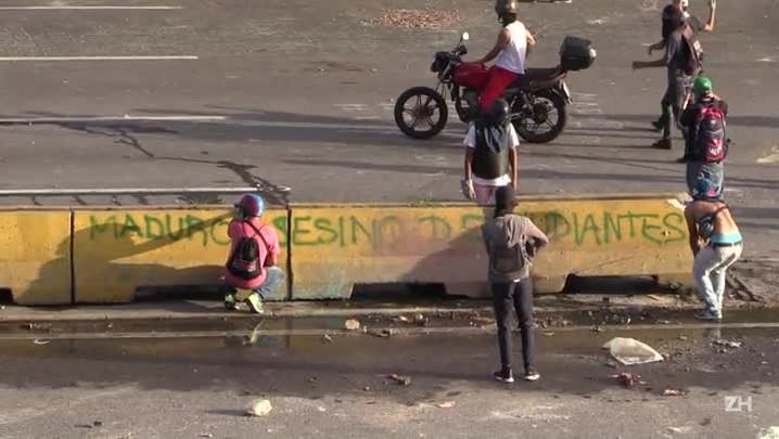 Jovem morre baleado em protesto na Venezuela
