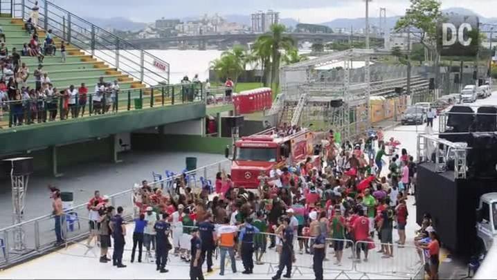 Integrantes da Protegidos da Princesa fazem festa na Nego Quirido e na comunidade