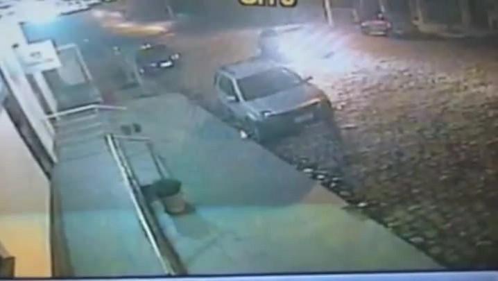 Imagens mostram carro usado em assalto a banco na Serra