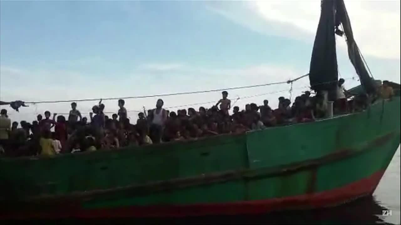 Imigrantes à deriva pedem ajuda na costa da Tailândia
