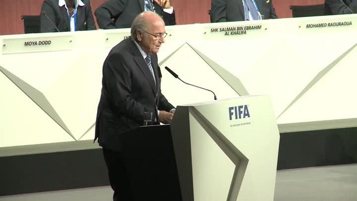 Príncipe Ali se retira e Blatter é reeleito para um quinto mandato