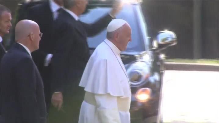 Multidão festeja passagem de papa em Washington