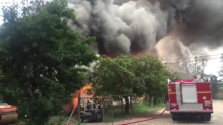 Incêndio atinge depósito da prefeitura no bairro Ipanema, zona sul da Capital