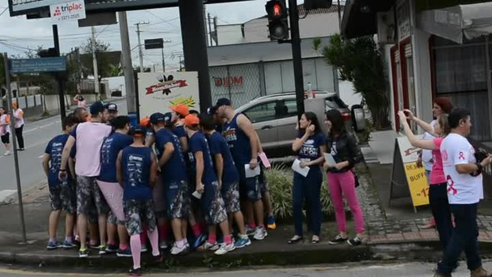 Jaraguá Breakers participa do pedágio solidário da Rede Feminina de Jaraguá do Sul