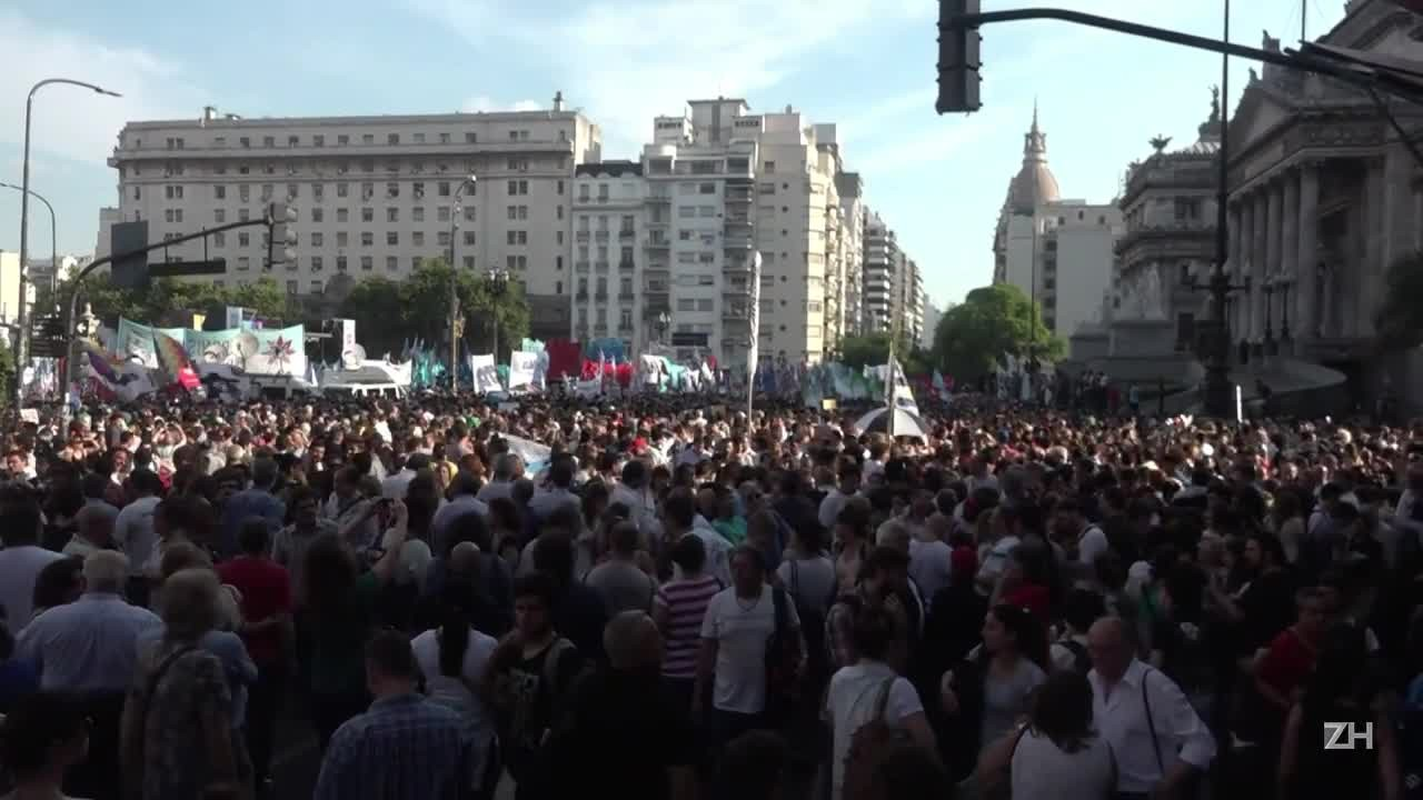 Primeiro protesto contra Macri na Argentina