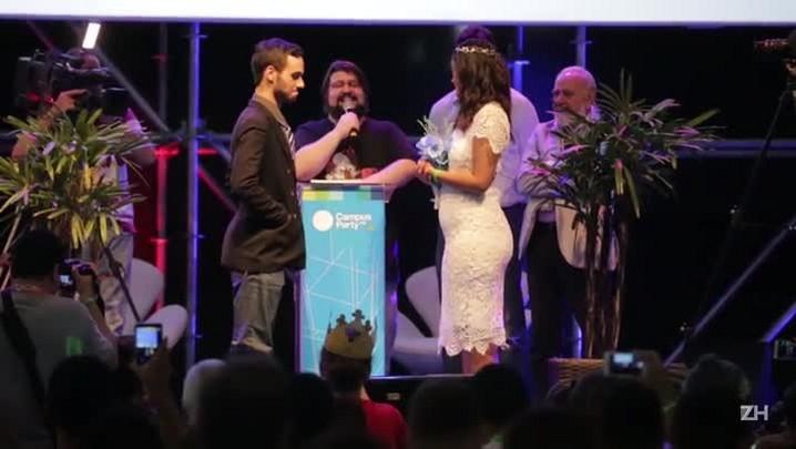 Casamento é celebrado no palco principal da Campus Party