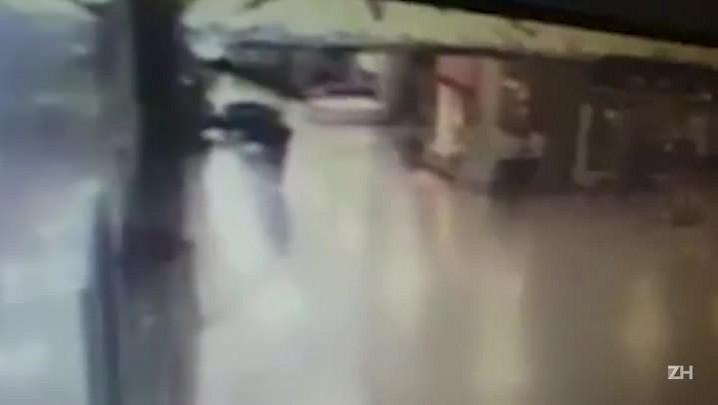 Video que circula na web mostra explosão de homem-bomba no aeroporto de Istambul