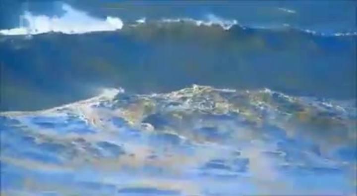 Ressaca na Praia do Cardoso, em Laguna