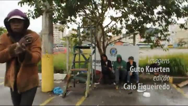 Terreno no Centro de Florianópolis vira abrigo de usuários de crack