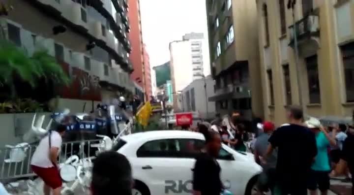 Manifestantes e Guarda Municipal voltam a se enfrentar na Câmara da Capital