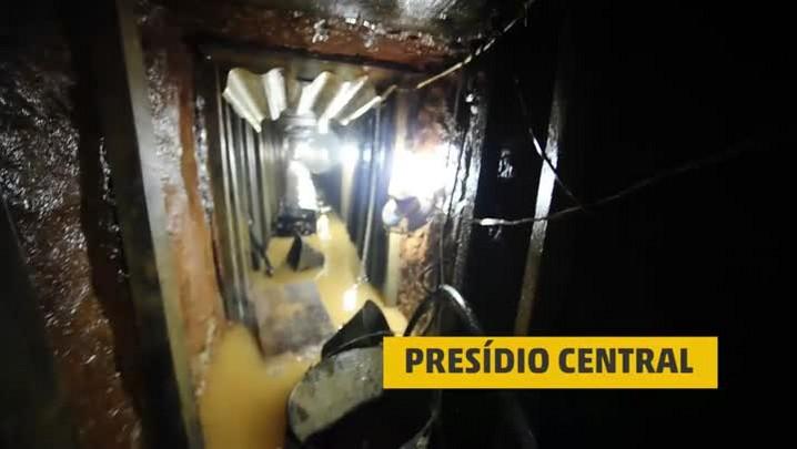Veja túnel construído por presos no Presídio Central